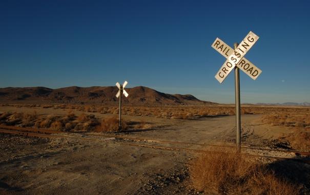 Фото обои пейзажи, рельсы, знаки, железная дорога, переезд
