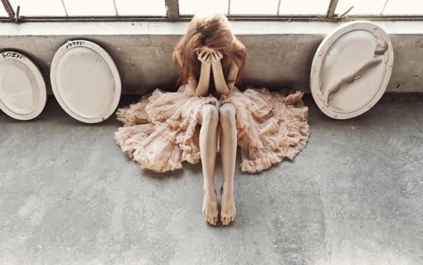 Фото обои девушка, ноги, руки, платье, плачет
