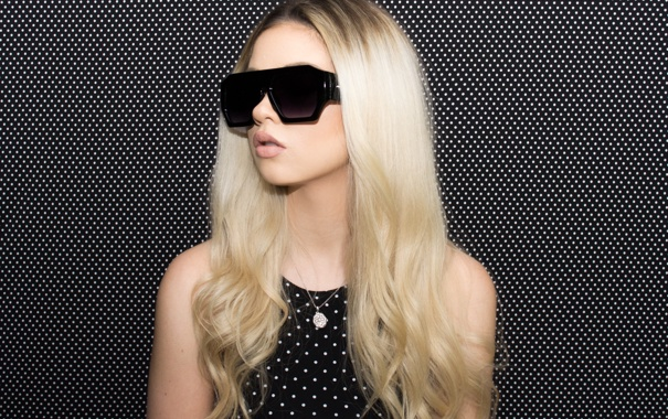 Фото обои девушка, лицо, стиль, фон, волосы, очки, Megan