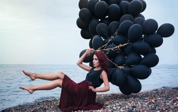 Фото обои море, пляж, девушка, шарики, поза, макияж, наряд