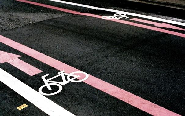 Фото обои дорога, асфальт, разметка, полоса для велосипеда