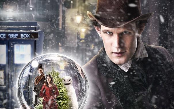 Фото обои девушка, снег, улица, человек, елка, шар, шляпа