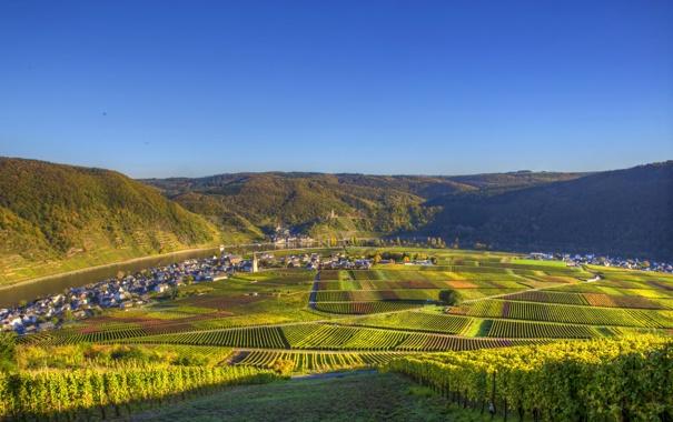 Фото обои небо, солнце, городок, речка, Германия, дома, горы