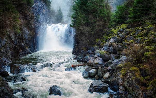 Фото обои лес, деревья, река, скалы, водопад, поток, байдарка