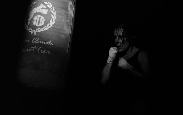 Фото обои девушка, бокс, груша, тренировка