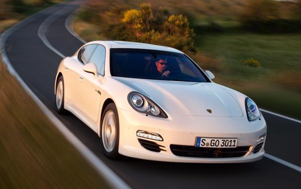 Фото обои Porsche, панамера, порше, дизель, Panamera, кусты, белый