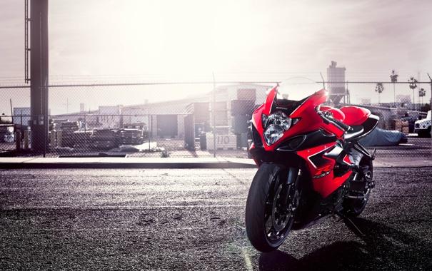 Фото обои красный, мотоцикл, red, Suzuki, блик, motorcycle, сузуки