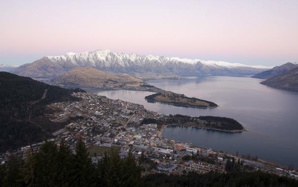 Фото обои горы, озеро, дороги, высота, дома, постройки