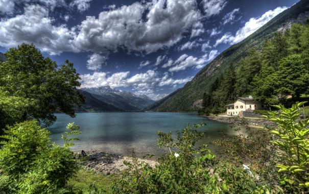 Фото обои камни, HDR, облака, дом, озеро, кусты, берег