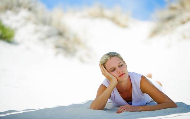 Фото обои песок, девушка, сон, медитация