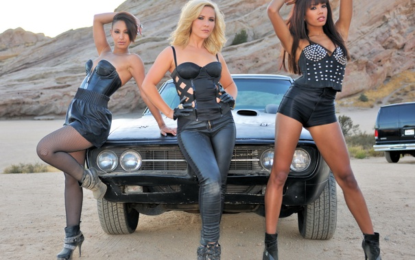Фото обои авто, девушки, пустыня, жара, мото, поломка, dodge