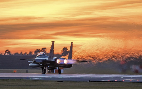 Фото обои рассвет, истребитель, Eagle, аэродром, F-15E
