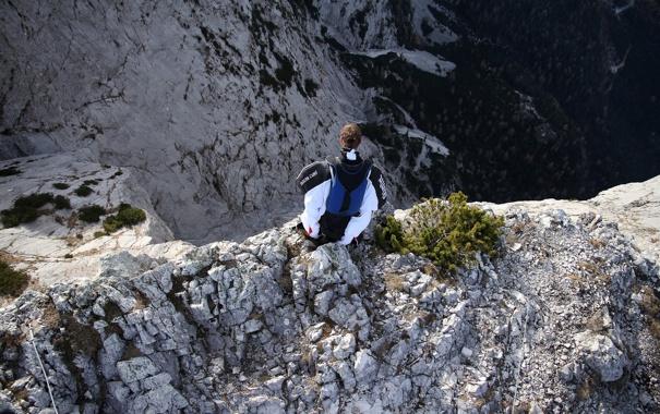 Фото обои горы, скалы, парашют, контейнер, пилот, экстремальный спорт, вингсьют