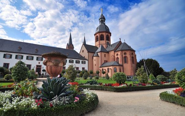 Фото обои небо, облака, пейзаж, цветы, парк, собор, клумба