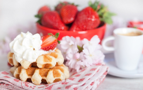 Фото обои клубника, waffles, завтрак, крем, coffee, вафли, кофе
