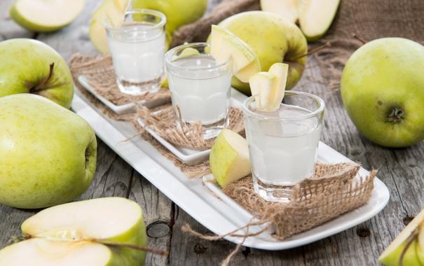 Фото обои яблоки, коктейли, поднос, рюмки