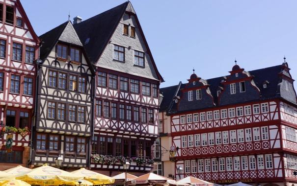 Фото обои небо, дома, зонт, Германия, площадь, Франкфурт-на-Майне, фахверк