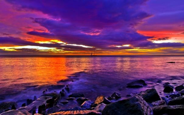Фото обои море, закат, тучи, камни, парусник, фиолетовые