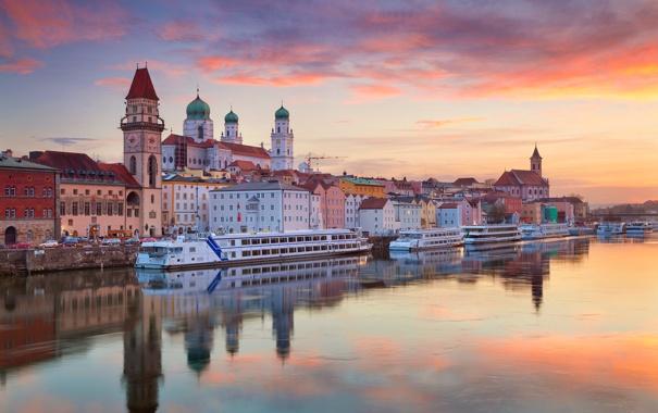 Фото обои река, корабль, дома, Германия, Бавария, собор, Дунай