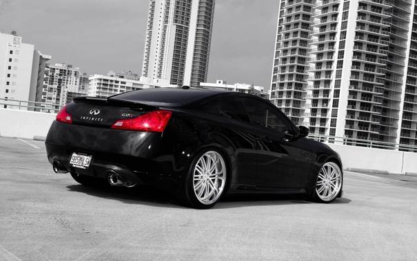 Фото обои чёрный, Infiniti, парковка, black, небоскрёбы, инфинити, задняя часть
