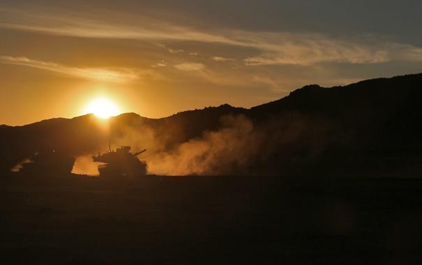 Фото обои закат, оружие, танки