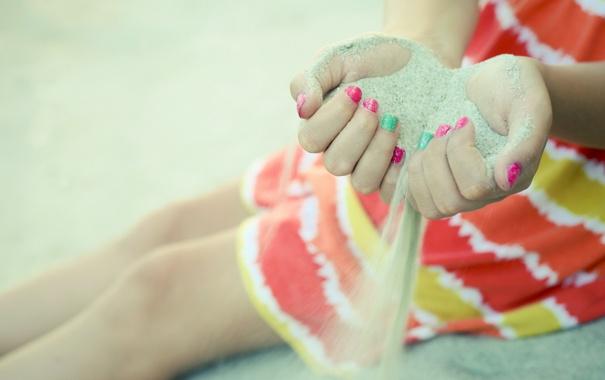 Фото обои песок, время, руки, девочка