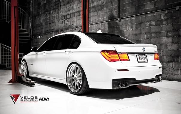 Фото обои белый, стена, тюнинг, бмв, BMW, вид сзади, tuning