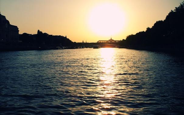 Фото обои вода, солнце, закат, мост, река, корабль, париж