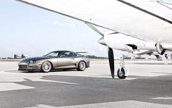 Фото обои небо, облака, тень, крыло, пропеллер, Toyota, самолёт