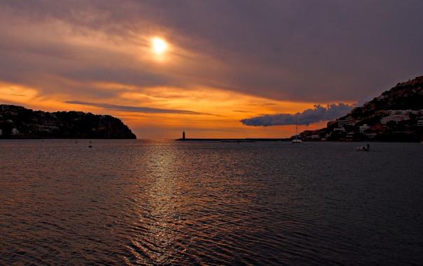 Фото обои море, солнце, облака, закат, горы, тучи, маяк
