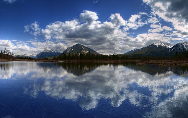 Фото обои лес, вода, облака, горы