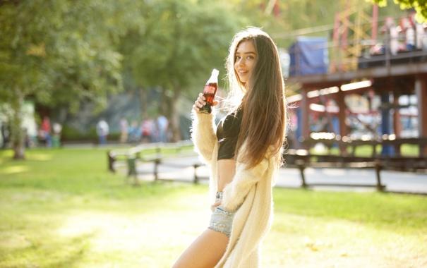 Фото обои лето, девушка, лицо, улыбка, наслаждение, волосы, напиток