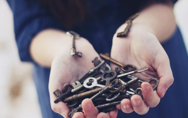Фото обои руки, ключи, много