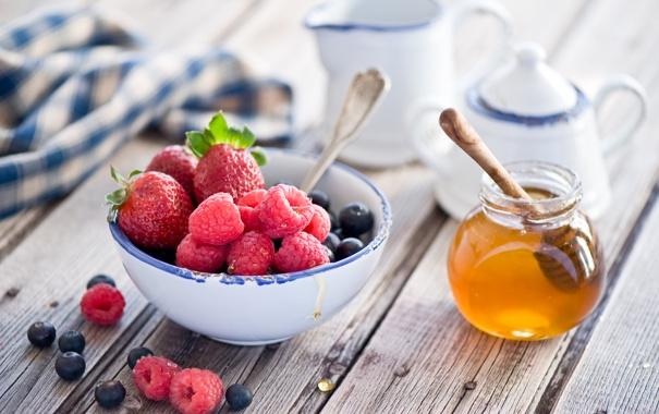 Фото обои ягоды, малина, клубника, натюрморт, мёд, голубика