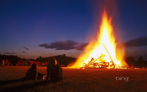 Фото обои небо, облака, ночь, огонь, пламя, костер, пара