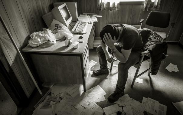 Фото обои компьютер, мужчина, беспорядок, документы, домашний офис, легче
