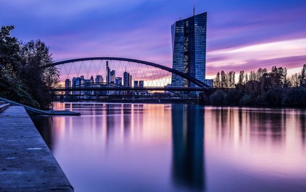 Фото обои небо, деревья, закат, мост, город, отражение, река