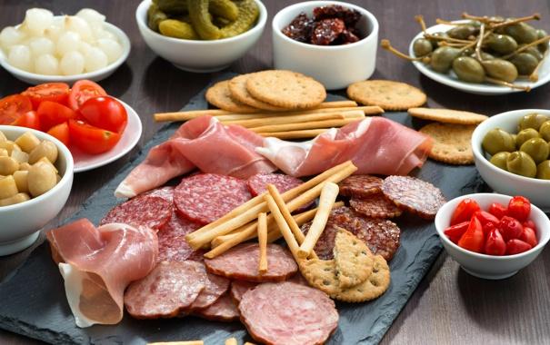 Фото обои грибы, лук, мясо, помидоры, оливки, колбаса, огурцы