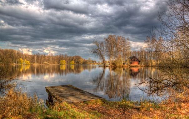 Фото обои осень, небо, облака, деревья, озеро, hdr, домик