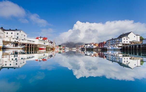 Фото обои небо, облака, отражение, дома, лодки, зеркало, порт