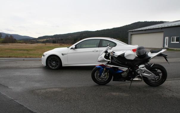 Фото обои гонка, мотоцыкл, BMW S1000RR vs BMW M3