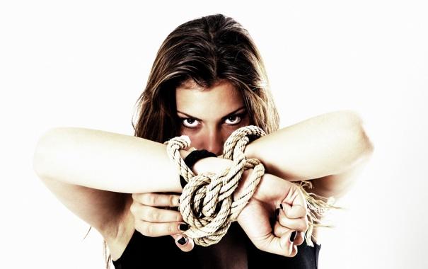 Фото обои девушка, верёвки, Karin