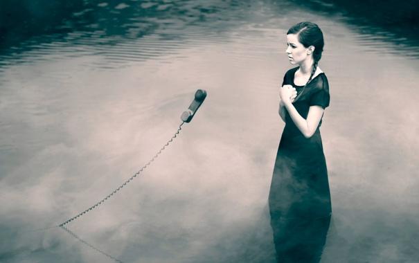 Фото обои девушка, трубка, телефон, в воде