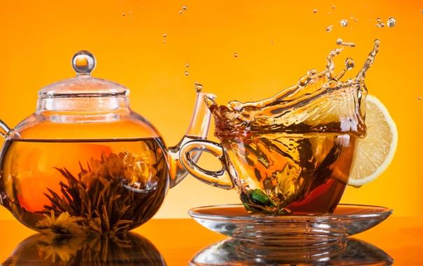 Фото обои стекло, брызги, лимон, чай, чайник, чашка, блюдце