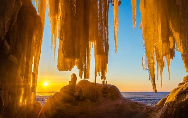 Фото обои лед, море, небо, солнце, закат, сосулька, пещера