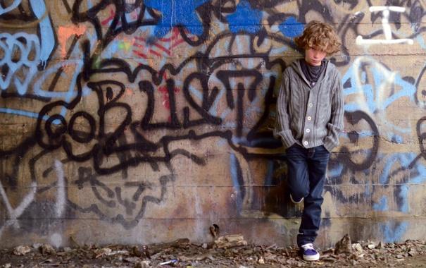 Фото обои стена, настроение, мальчик