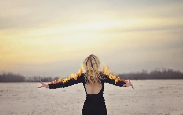 Фото обои девушка, фон, огонь