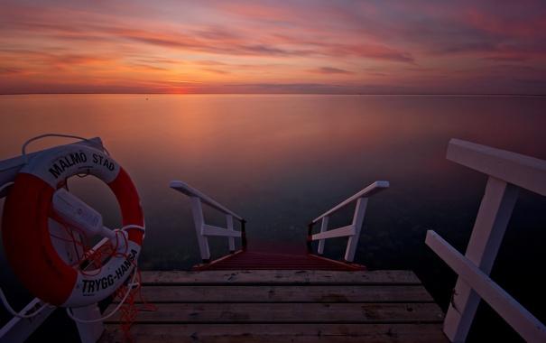 Фото обои закат, причал, залив, спасательный круг