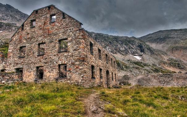 Фото обои дорога, трава, горы, здание, руины, заброшенность, каменное