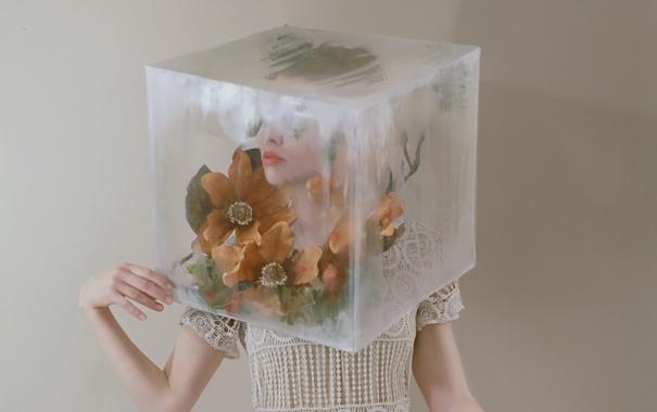 Фото обои ситуация, куб, девушка